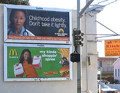 2 pubs aux USA : l'une pour une chaîne de fast-food, l'autre contre l'obésité...
